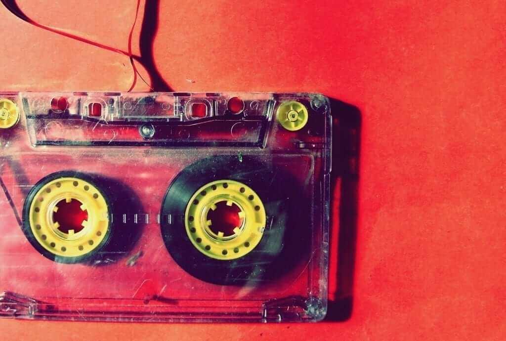 תמלול הקלטות מול קלדנות